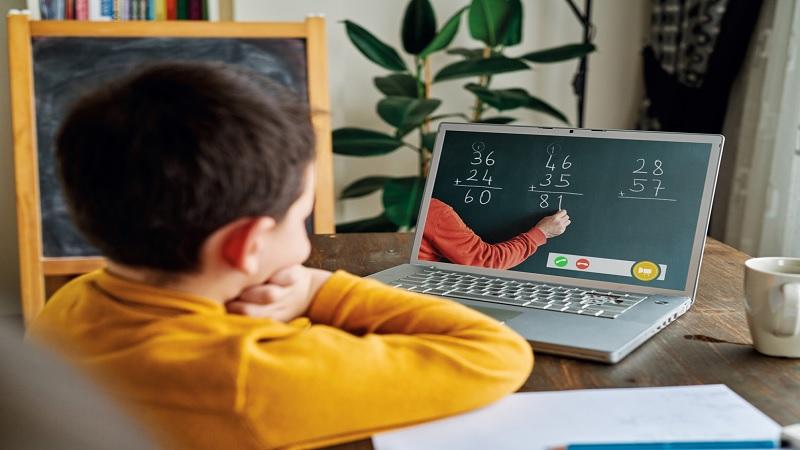 ประโยชน์ของการศึกษาออนไลน์คืออะไร